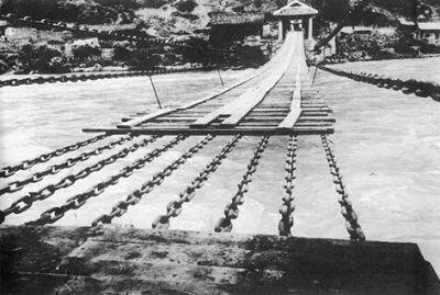 当时的泸定桥(图源:新华网)