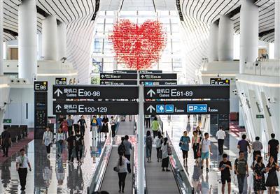 航站楼内的国际候机地区。拍照/新京报记者 陶冉