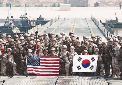 图为2017年特朗普上台后的首次大规模美韩联合军演。 资料图片