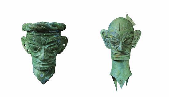 左为辫发铜人头像,右为笄发铜人头像。广西师范大学出书社 图