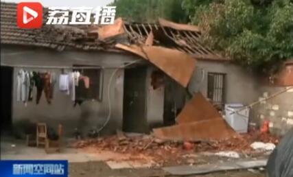半夜点蚊香突然爆炸:房顶被掀翻 一家五口受重伤