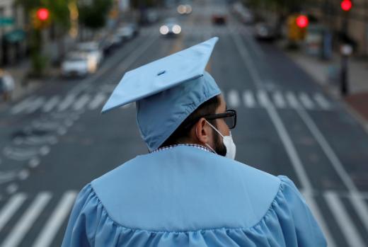 美媒:270所美国大学超6300人确诊 病毒已渗透校园