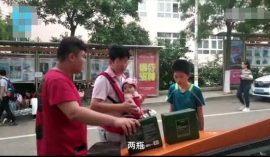 男生开兰博基尼回母校卖洗发水:不开豪车没吸引力勇往直前20100829