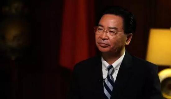 ▲台湾外事部门负责人�轻�燮接受CNN专访画面
