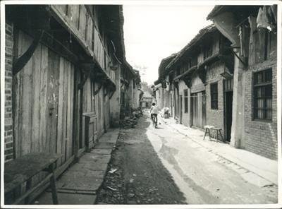 横店早期的街道。(翻拍资料图)
