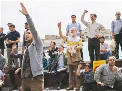 ▲5月11日,数千伊朗民众在首都德黑兰举行示威活动,抗议美国退出伊朗核问题全面协议。 哈拉比萨兹摄(新华社发)