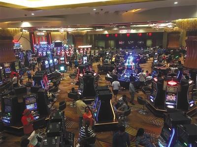 """马尼拉著名赌场""""City of Dreams(梦之城)""""里,有众多的华人面孔参赌。新京报记者 李明 摄"""
