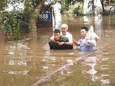 湖北躲避峡洪水致12死 亲历者:水淹过来仅3到5秒|洪水