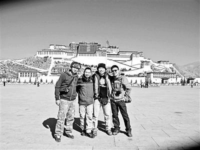 咚咚7年前在珠峰捡到一台卡片相机,其中有大量的照片。他希望找到照片的主人