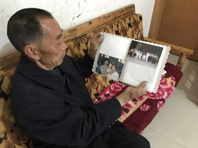 陈仁平展示在武汉就医时的照片