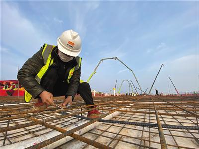 武汉火神山医院箱式板房开始搭建
