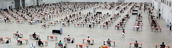 韩国大邱2日举行大规模室内考试。(韩联社)