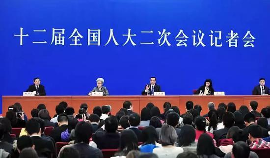 新一届国务院班子成员首次集体公开亮相