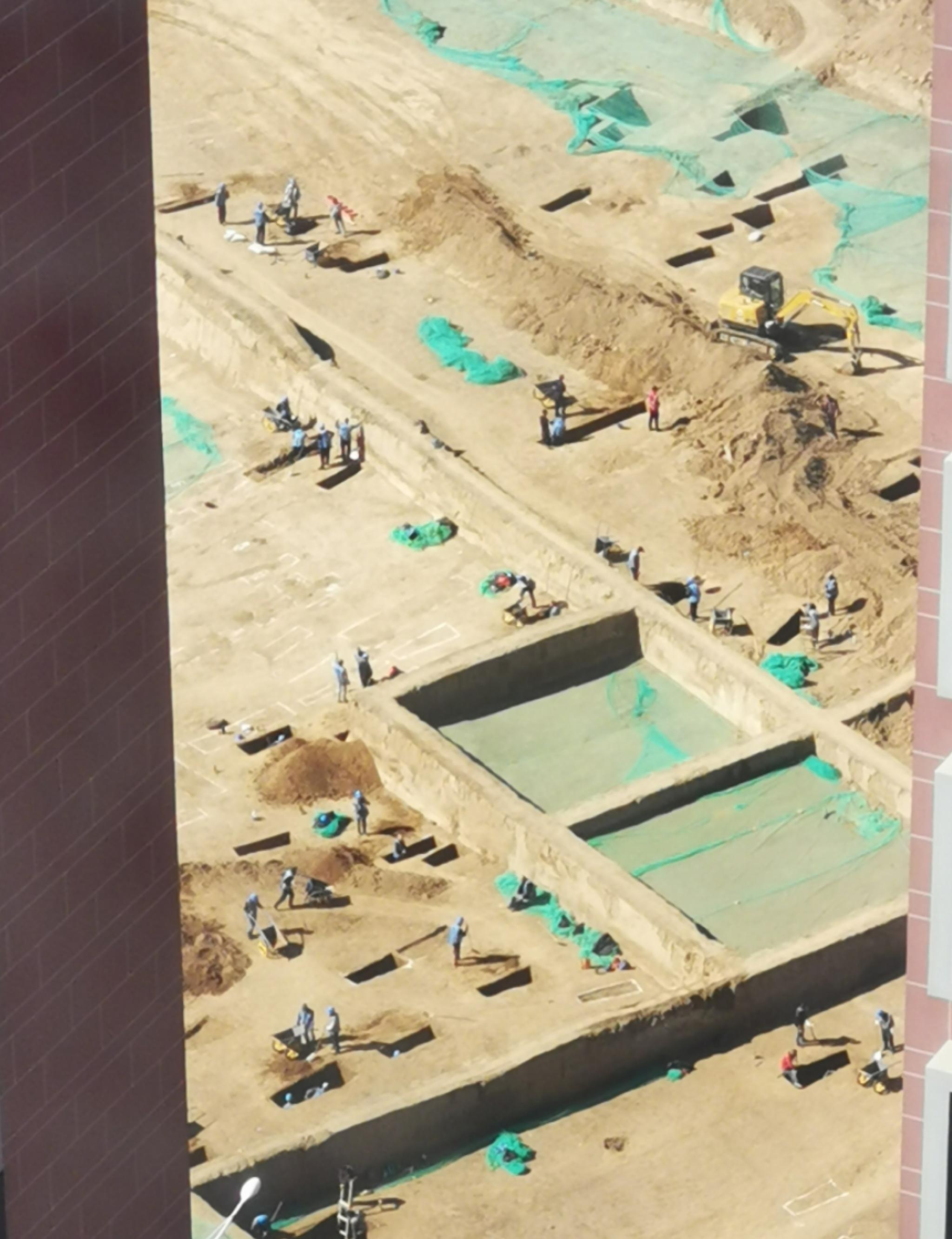 西安南郊一修建工地正在举行考古挖掘