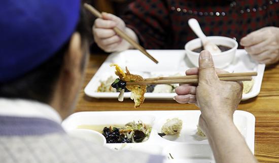 广州推行长者饭堂 只需6-12元老人就可享两荤一素