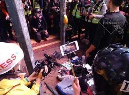"""香港暴徒捉住两名""""便衣警员"""" 结局令人舒适图片"""