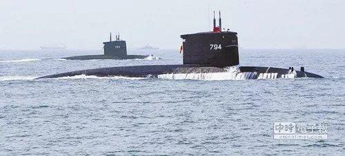"""▲台湾剑龙级潜艇""""海虎""""号(前)和""""海龙""""号"""