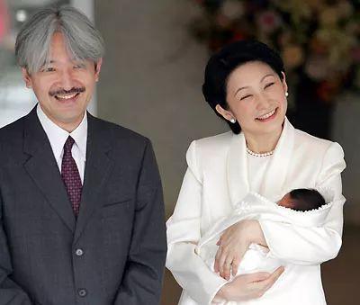 △文仁和剛誕下皇子的妻子亮相。