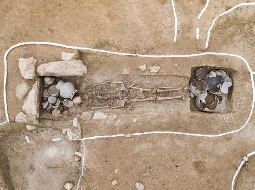 韓媒:韓國出土1500年前身高1米8人骨