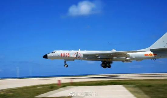 ▲近日,空军航空兵某师组织轰-6K等多型多架轰炸机,在南部海域开展岛礁起降训练。(空军发布)