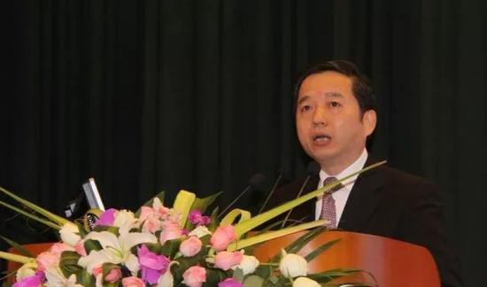 △2012年2月,时任温州市委书记陈德荣在世界温商大会上讲话