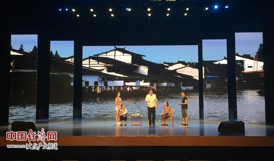 图为启动典礼上扮演的情形剧《运河情》 经济日报-中国经济网刘园香/摄