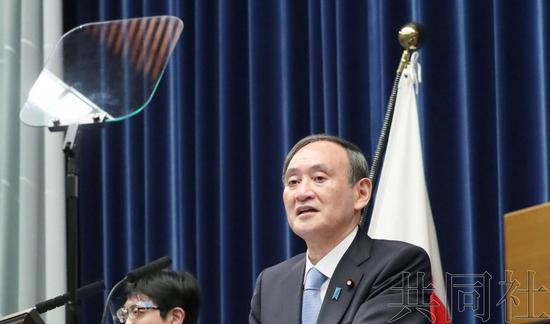 菅义伟首次使用提词机开记者会 此前被批口误多