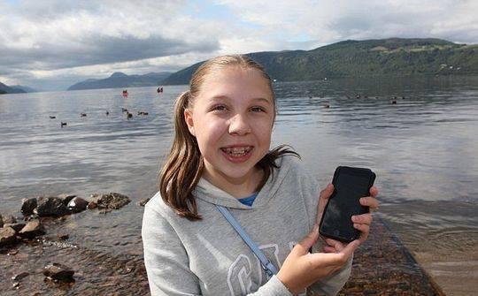 尼斯湖水怪再现身?女孩用手机拍到神秘生物(图)