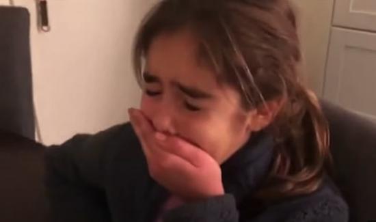 美国9岁女孩被告知回学校上课:开心不已 痛哭流涕
