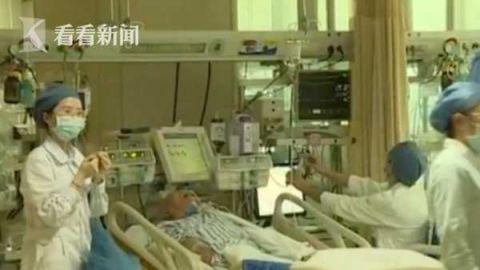 <b>大妈为治胃病听信偏方生吞鱼胆 结果被送进ICU|大妈</b>
