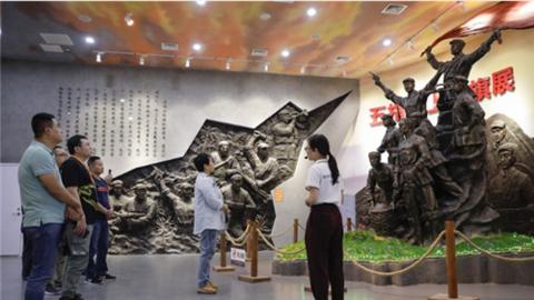 海南全国重点网媒采访团到访五指山市