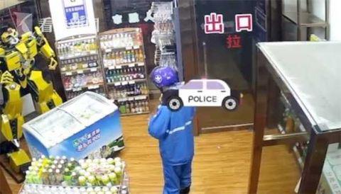 男子盗窃无人超市被反锁店内 开门等来警察(图)|盗窃