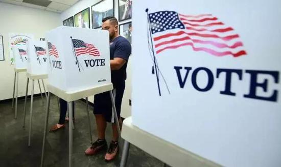 ▲美國選民在中期選舉中投票。(法新社)