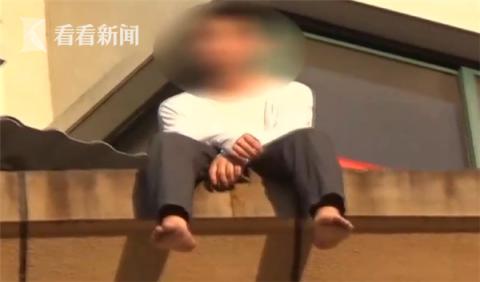 2019手机赚钱交流群_15岁男孩爬上阳台欲轻生 父亲:一讲他就这样(图)