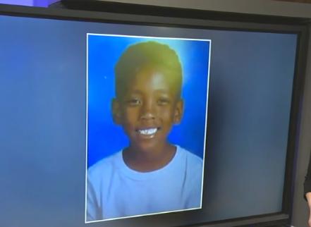 """美国7岁男孩颈部中枪身亡 其母称枪手因""""路怒""""开"""
