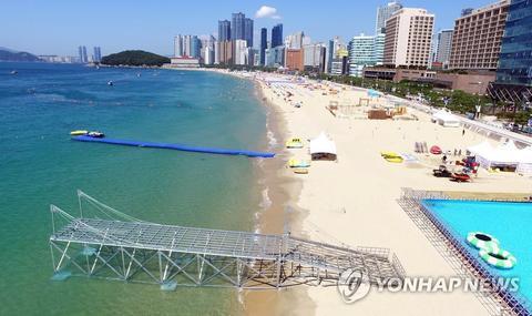 资料图:釜山海云台海水浴场(韩联社)