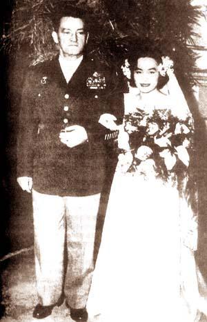 陈香梅与陈纳德结婚照(图:维基百科)