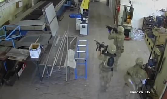 美军北约演习期间持枪误闯保加利亚工厂:工人吓坏