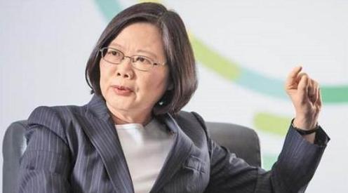 """</div> <p>  海外网6月16日电日前,中国民航局向44家外国航空公司发函要求纠正官网中对于台湾的不当称呼,纠正其违反中国法律、违背一个中国政策的错误做法。包括加拿大航空、法航、泰航、马来西亚航空等均已在目的地列表中标注""""中国台湾""""。台湾资深媒体人唐湘龙直指,""""台当局几乎已宣告寿终正寝。""""</p> <p></p> <p>  据台湾《中时电子报》消息,蔡英文日前出席某活动时声称,""""不管外部环境如何艰困,台湾会持续走向世界,让世界了解我们是国际社会中不可或缺的成员。""""</p> <p>  对此,台资深媒体人唐湘龙15日表示,蔡英文上台两年多,""""台湾地区已在国际上彻底边缘化"""",独派人士""""鬼扯""""几十年的""""台湾地位未定论""""已无任何实质意义,""""因为台湾地位已定,蔡英文定的,就是'中国台湾'""""。</p> <p>  唐湘龙认为,全球70亿人要订机票、查航班等,找寻有关""""台湾""""的信息,必须先找到中国,才能找到台湾地区。台湾地区等同与港澳并列,成""""台湾特区""""。无论你是否愿意""""台湾是中国的一部分"""",""""在能代表一个国家主权地位的国际信息上,两岸已经统一""""。</p> <p>  </p> <p>  对此,岛内网友也表示,""""全世界的机场都是台湾(中国)。""""事实证明,一个中国原则早已是国际社会的普遍共识。国台办也多次明确指出,台湾是中国神圣领土不可分割的一部分,一个中国原则是国际社会处理涉台事务的基本遵循。</p> <p>  在本届世界杯球迷证申请官网上,国籍选项中台湾地区被标注为""""台湾(中国)"""",台湾""""东森新闻云""""报道称,""""等于台湾球迷想要看球,必须先承认自己是中国人""""。</p> <p>  航空公司:未改涉台信息是遵照美国政府""""指示""""</p> <p>  事实上,截至目前,中国民用航空局致函的44家外国航空公司中,仍有部分航空公司未更改涉台标注。据美国《华尔街日报》14日报道,大多数航空公司已遵照要求改标""""中国台湾"""",目前仍未更改台湾标注的只剩下美国、日本、韩国、印度和越南的航空公司。其中,美国三家航空公司将责任归咎于美国政府,称未改涉台信息是遵照美国政府""""指示""""。</p> <p>  对此,中国外交部发言人华春莹明确指出,世界上只有一个中国,香港、台湾、澳门从来都是中国的一部分,这是客观事实、基本常识,也是国际社会的普遍共识。任何在中国经营的企业都应遵守中国的法律法规,尊重和遵守一个中国原则,这是最起码的遵循。(海外网 朱箫)</p>       <p class="""