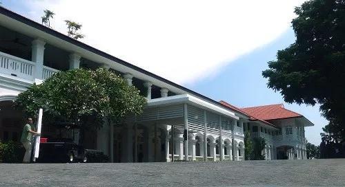 ▲这是6月6日拍摄的新加坡圣淘沙岛上的嘉佩乐酒店。新华社发