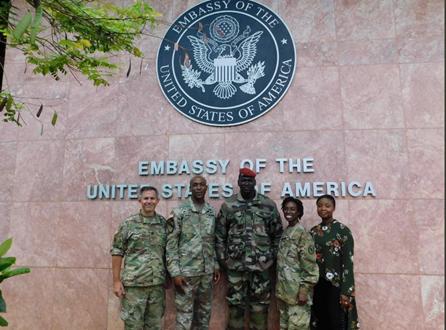 几内亚政变,一张照片把美国牵出来了……