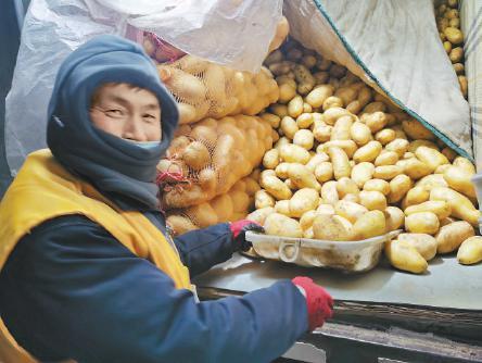 """零下9℃ 他们为首都市民""""菜篮子""""忙碌图片"""