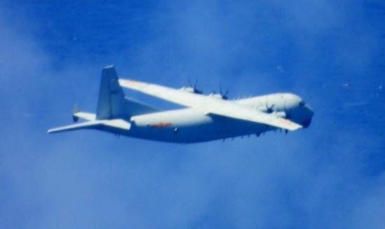 台媒:美军机刚飞越海峡 解放军军机就出现在台空域图片