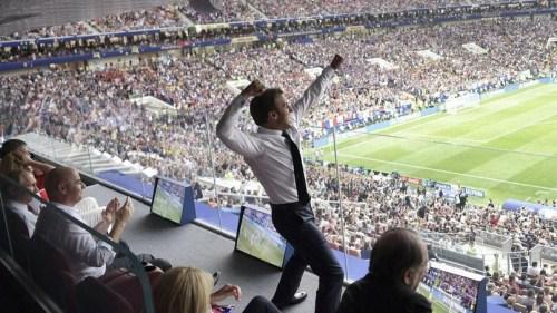 14日面对法国国庆日阅兵憋得太辛苦,今天终于释放了!(图来自《费加罗报》)