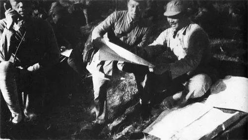 (图为在冀中与日军作战期间,贺龙在第一二○师指挥所 图源:人民网)