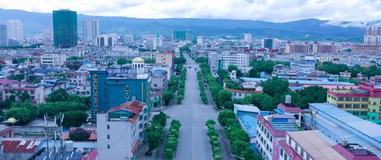 """瑞丽""""封城"""" 无人机拍下的街景好似2月的武汉图片"""