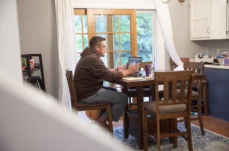 逃离硅谷?美大科技公司拟允许员工永久在家上班 面临降薪图片