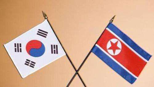 【环球网综合报道】据韩联社14日报道,韩朝决定重新开通东西海岸军事热线。