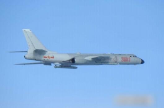 18日,自由军2架轰6K轰炸机穿越宫古海峡进来平静洋。(图源:台媒)