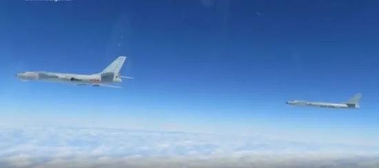 轰-6新改型南海训练攻击海面目标!国防部披露有门道图片